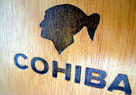 cohiba-carving